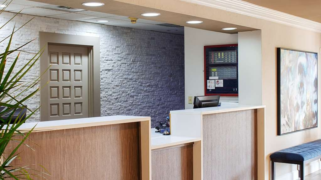 Best Western Airport Inn - Our welcoming front desk staff is ready to make sure your stay is memorable!