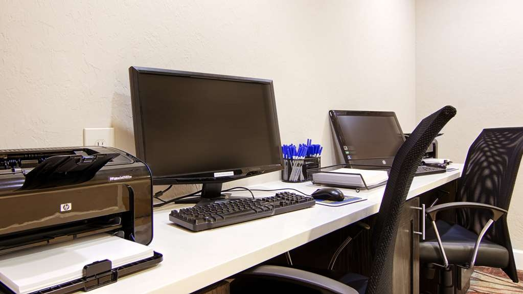 Best Western Airport Inn - Need to print that bordering pass or catch up on email? 24/7 business center is available just for you.