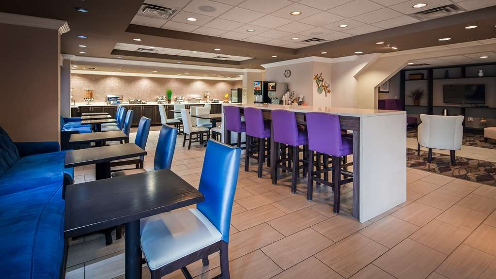 Best Western Airport Inn - Sit down and enjoy the morning news while sipping a delicious cup of coffee.