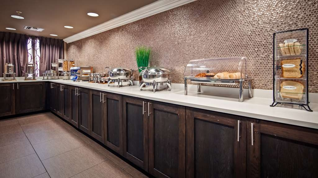 Best Western Airport Inn - Rise and shine with a complimentary breakfast every morning.