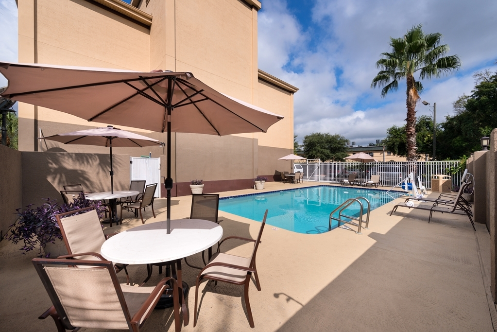 Best Western Tampa - Outdoor Swimming Pool