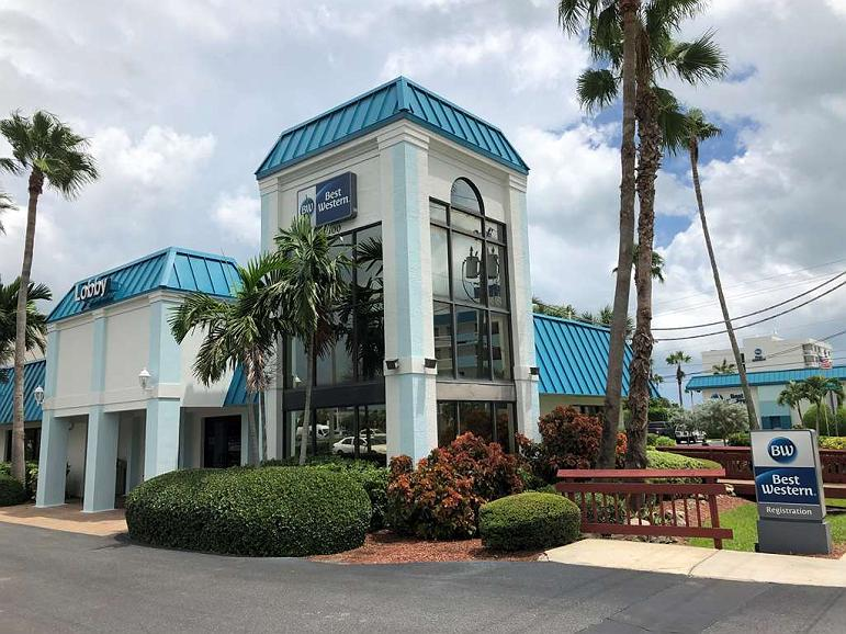 Best Western Cocoa Beach Hotel & Suites - Façade