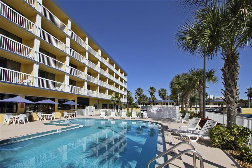 Best Western Cocoa Beach Hotel & Suites - Piscina al aire libre