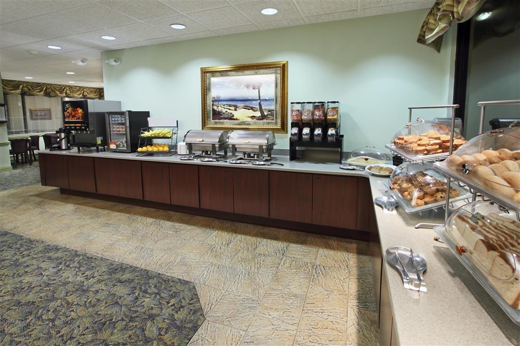 Best Western Cocoa Beach Hotel & Suites - Frühstücksbereich