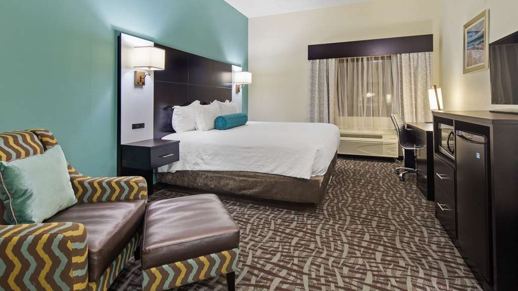Best Western Mayport Inn & Suites - Single king room includes full Hi-Definition television, microwave, refrigerator, iron and ironing board, coffee maker and hair dryer.