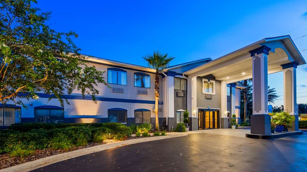 Best Western Mayport Inn & Suites - View of hotel entrance at twilight.