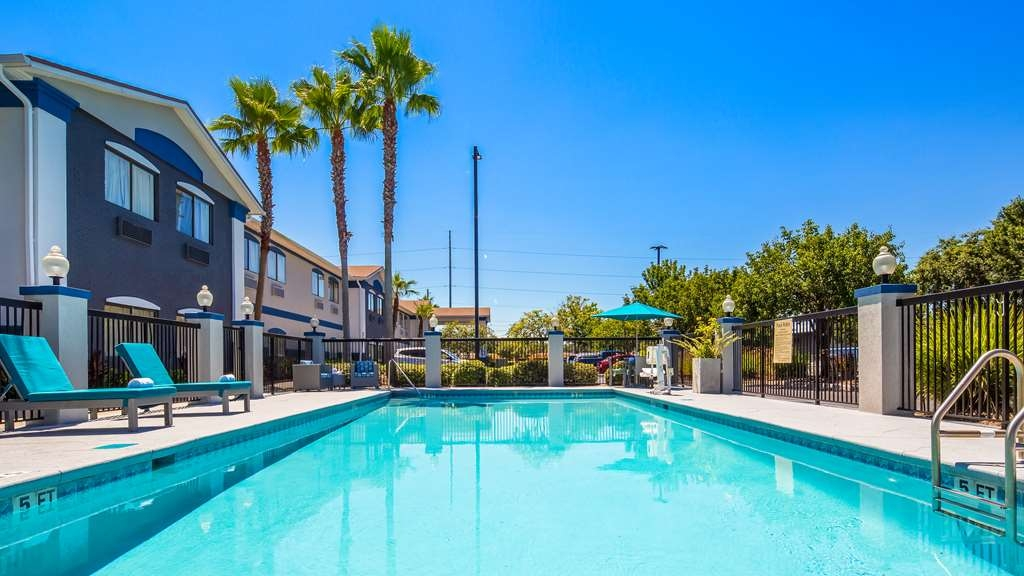 Best Western Mayport Inn & Suites - Inviting and beautiful view of the pool.