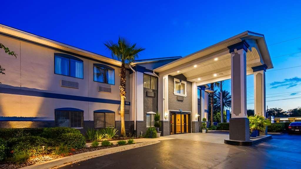 Best Western Mayport Inn & Suites - Hotel entrance.