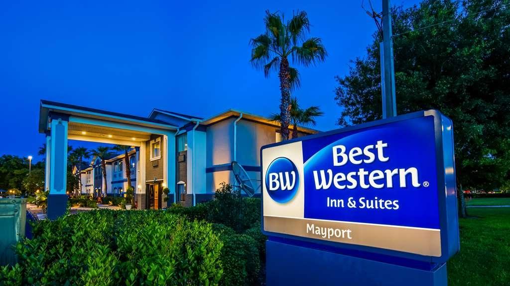 Best Western Mayport Inn & Suites - Street view of hotel entrance.