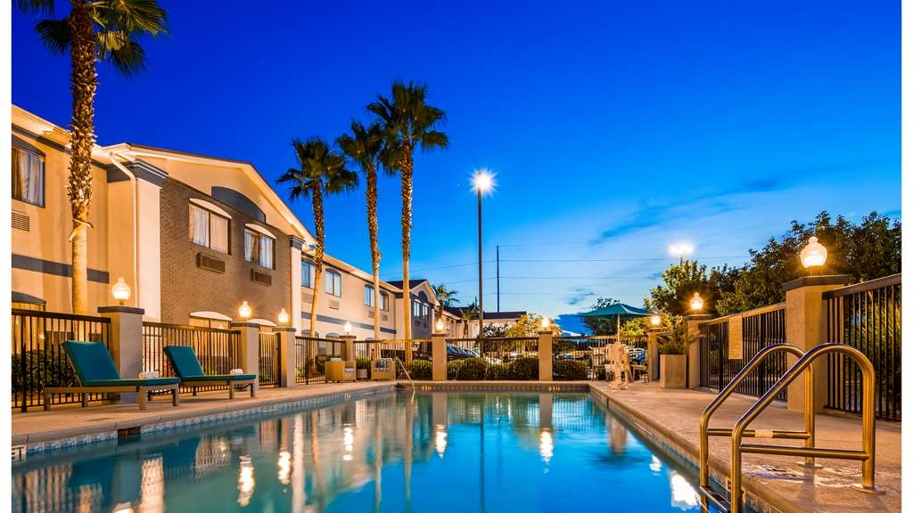 Best Western Mayport Inn & Suites - Take some time to enjoy an evening at the pool.