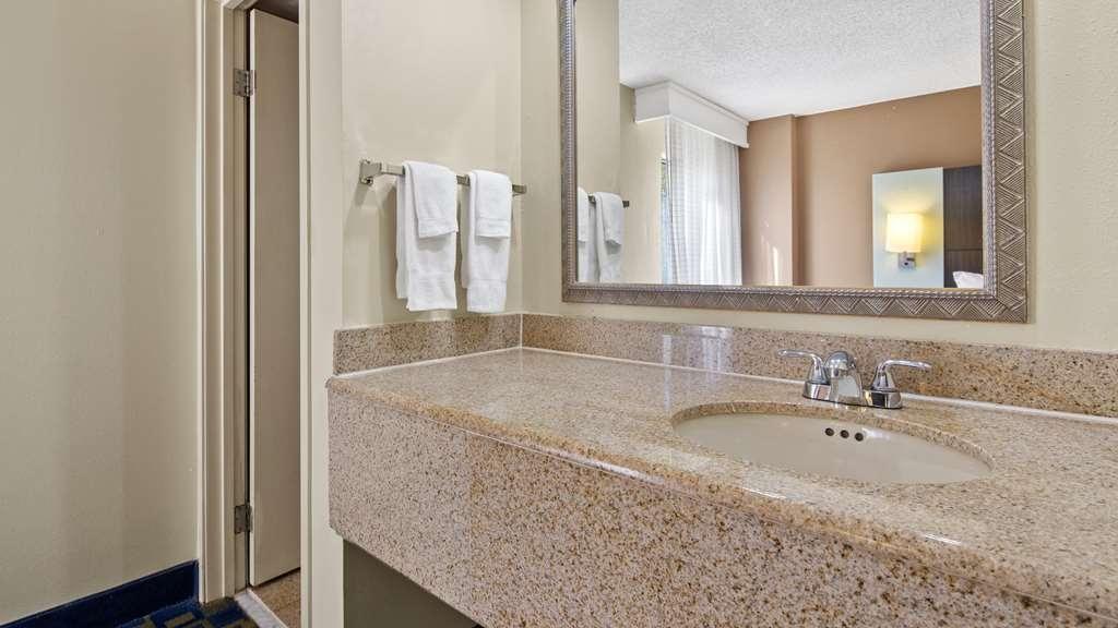Best Western Southside Hotel & Suites - Guest Bathroom