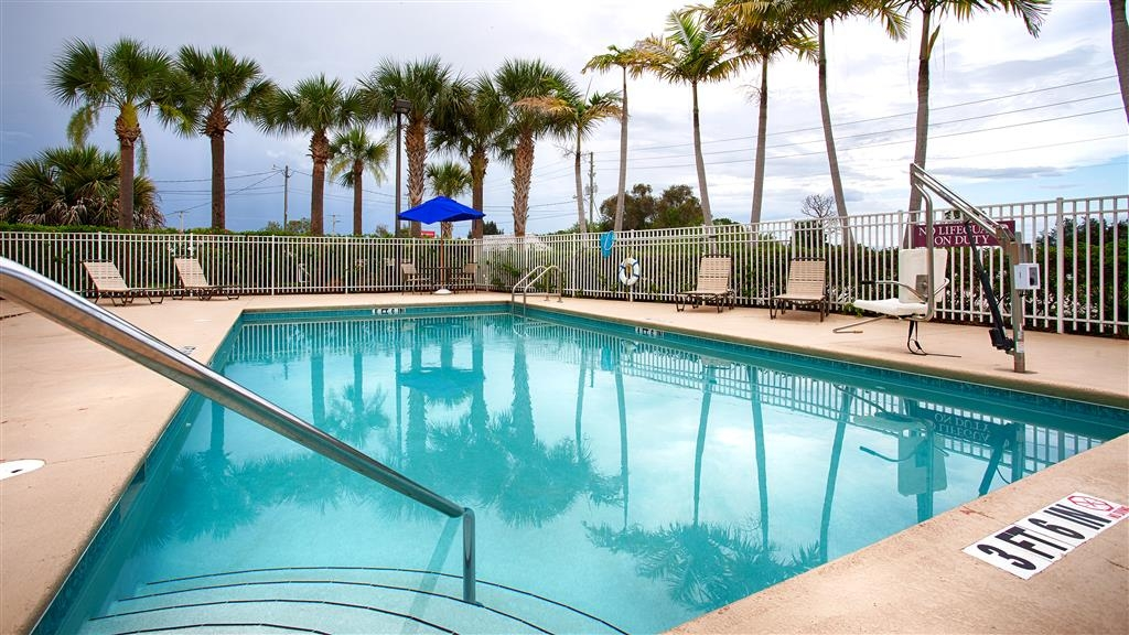 Best Western Plus Sebastian Hotel & Suites - Enjoy a relaxing lap in our outdoor pool!