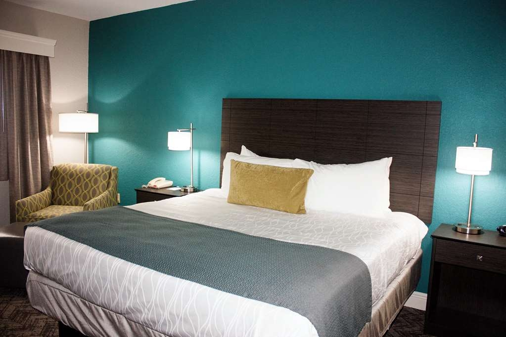 Best Western Plus Sebastian Hotel & Suites - We offer a variety of king rooms from standard to mobility accessible.