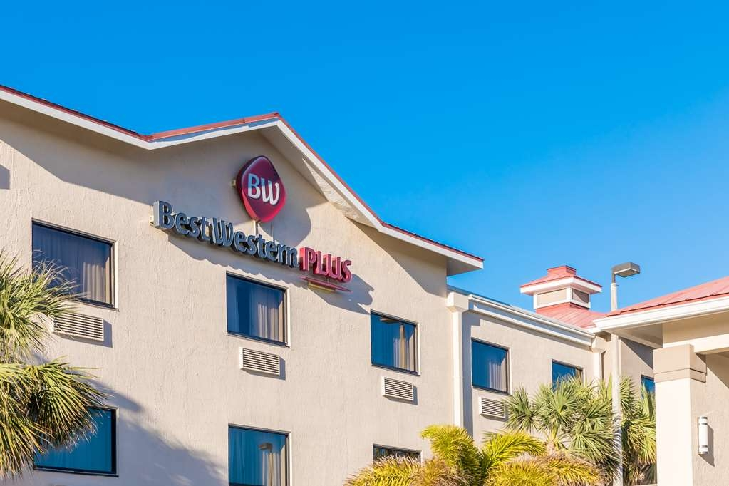 Best Western Plus Sebastian Hotel & Suites - Exterior Building Sign
