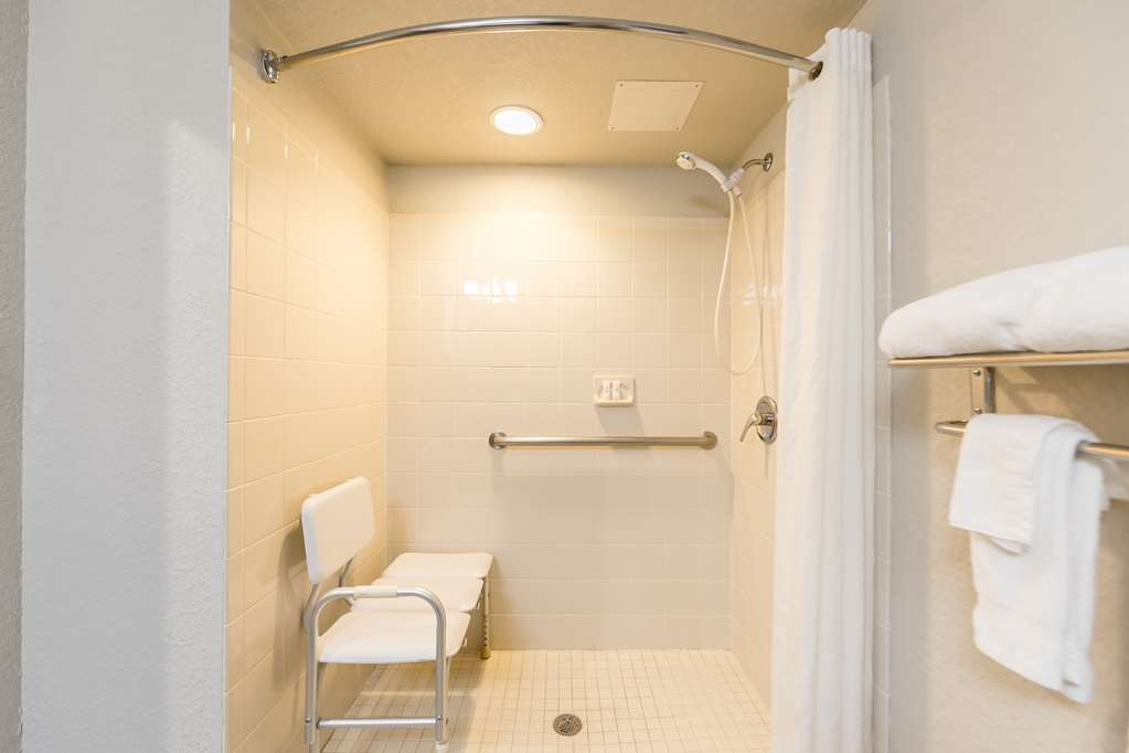 Best Western Plus Sebastian Hotel & Suites - ADA Roll in Shower