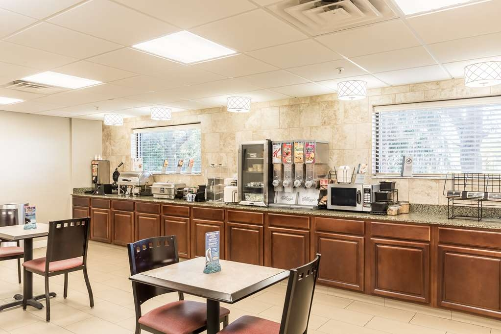 Best Western Plus Sebastian Hotel & Suites - Breakfast Room