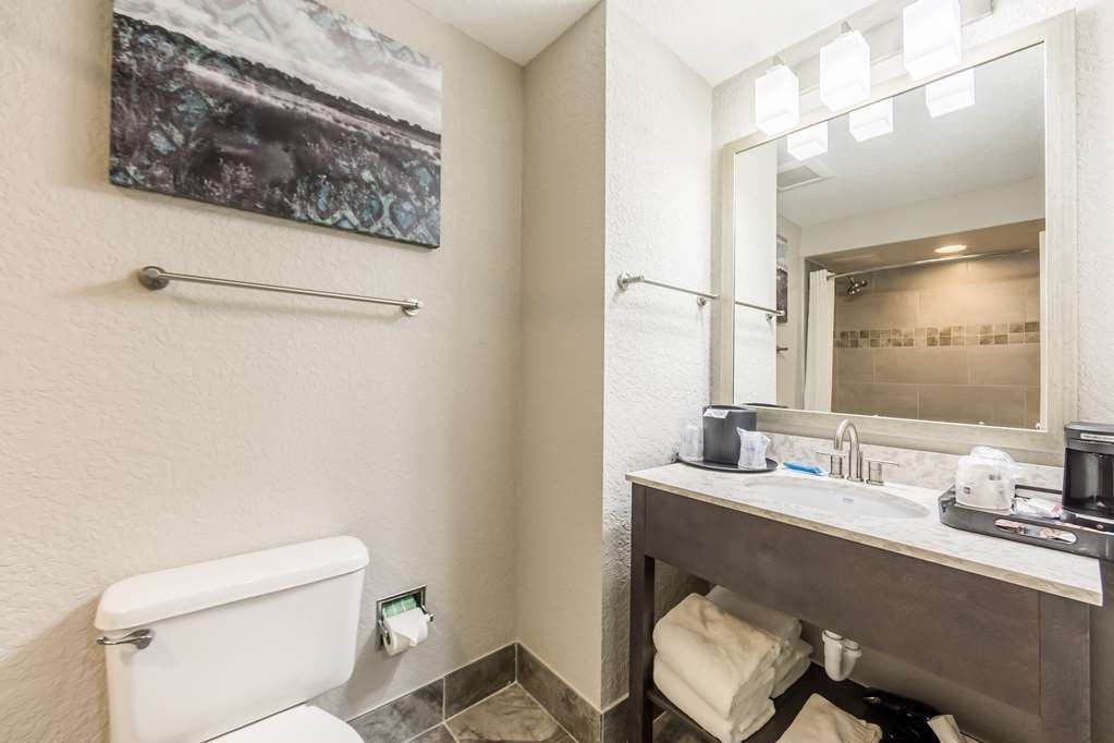 Best Western Plus Sebastian Hotel & Suites - Bathroom Vanity