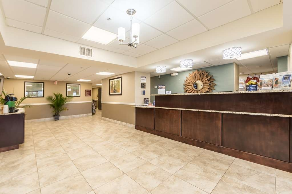Best Western Plus Sebastian Hotel & Suites - Front Desk