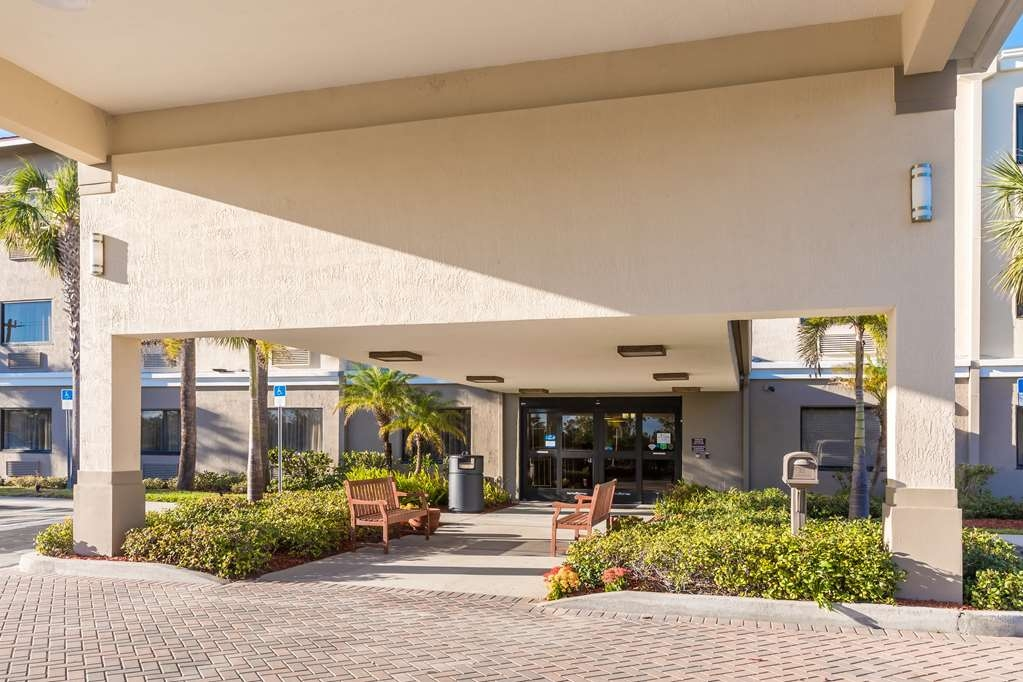 Best Western Plus Sebastian Hotel & Suites - Front Entrance