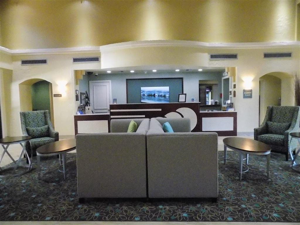 Best Western Plus Deerfield Beach Hotel & Suites - From the moment you enter our hotel, our 24-hour front desk staff will make you feel welcome.