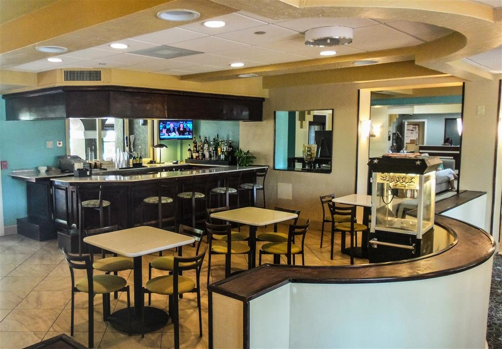 Best Western Plus Deerfield Beach Hotel & Suites - Stop by our bar lounge area to relax after a long day of work.