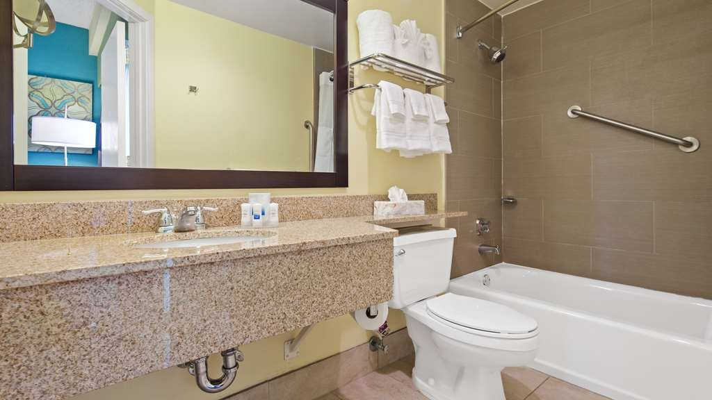 Best Western Plus Deerfield Beach Hotel & Suites - Our mobility accessible bathroom offers plenty of space for your needs.