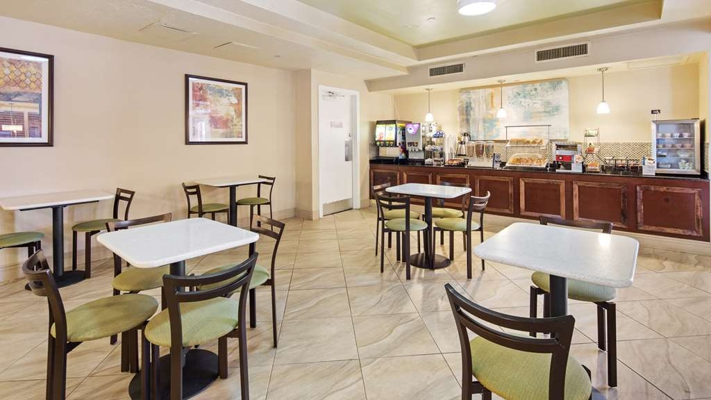 Best Western Plus Deerfield Beach Hotel & Suites - Join us every morning for a variety of your favorite morning treats.