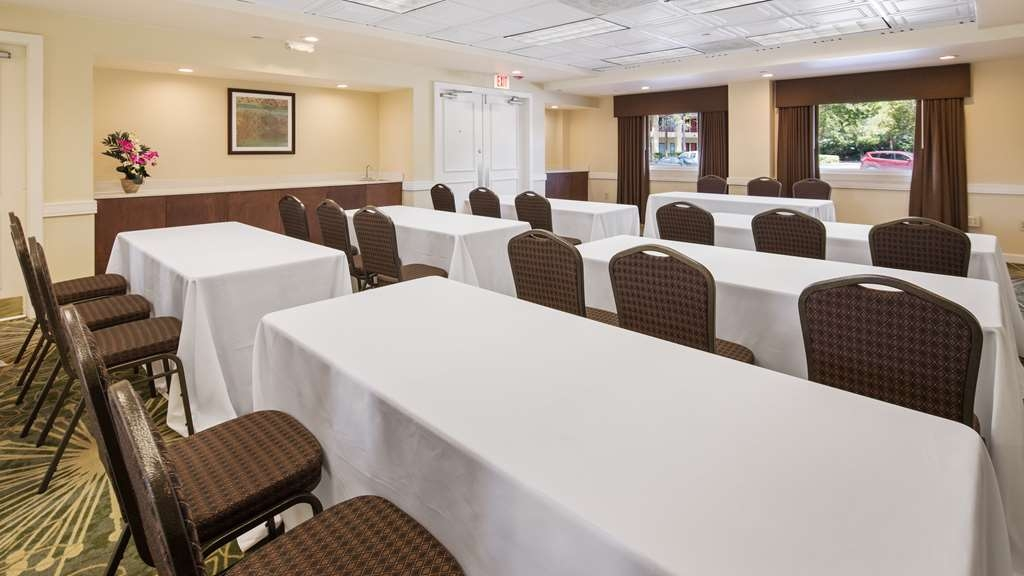 Best Western Plus Deerfield Beach Hotel & Suites - Our professional staff is here to go above and beyond your expectations to ensure your meeting is perfect.