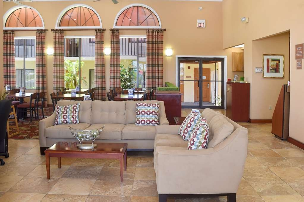 Best Western Orlando East Inn & Suites - Our lobby, comfortable for all of our guests, is where you can meet friends and clients.