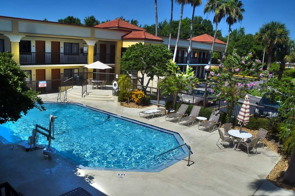 Best Western Orlando East Inn & Suites - Poolansicht