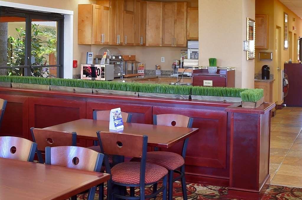 Best Western Orlando East Inn & Suites - breakfast area