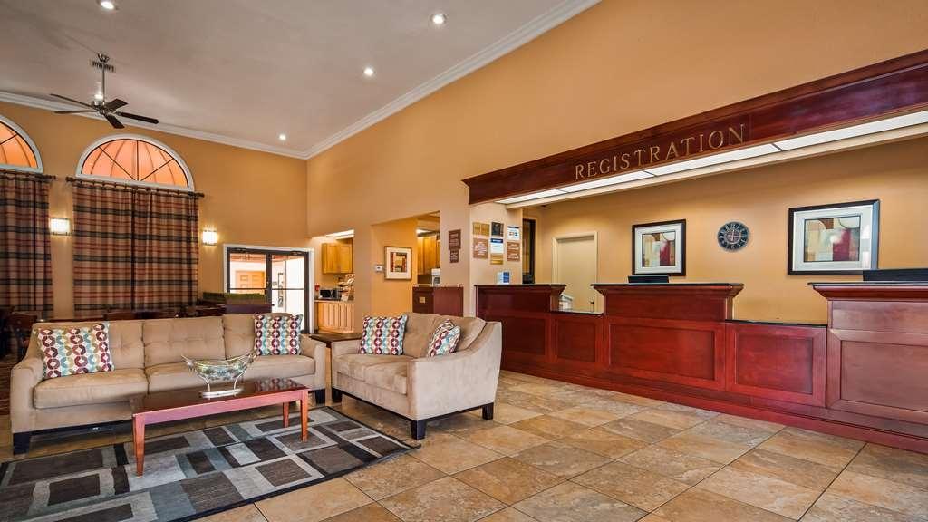 Best Western Orlando East Inn & Suites - Vista del vestíbulo