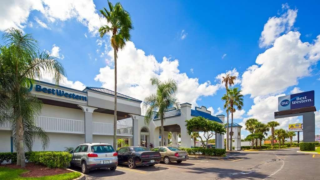 Best Western Orlando East Inn & Suites - Facciata dell'albergo