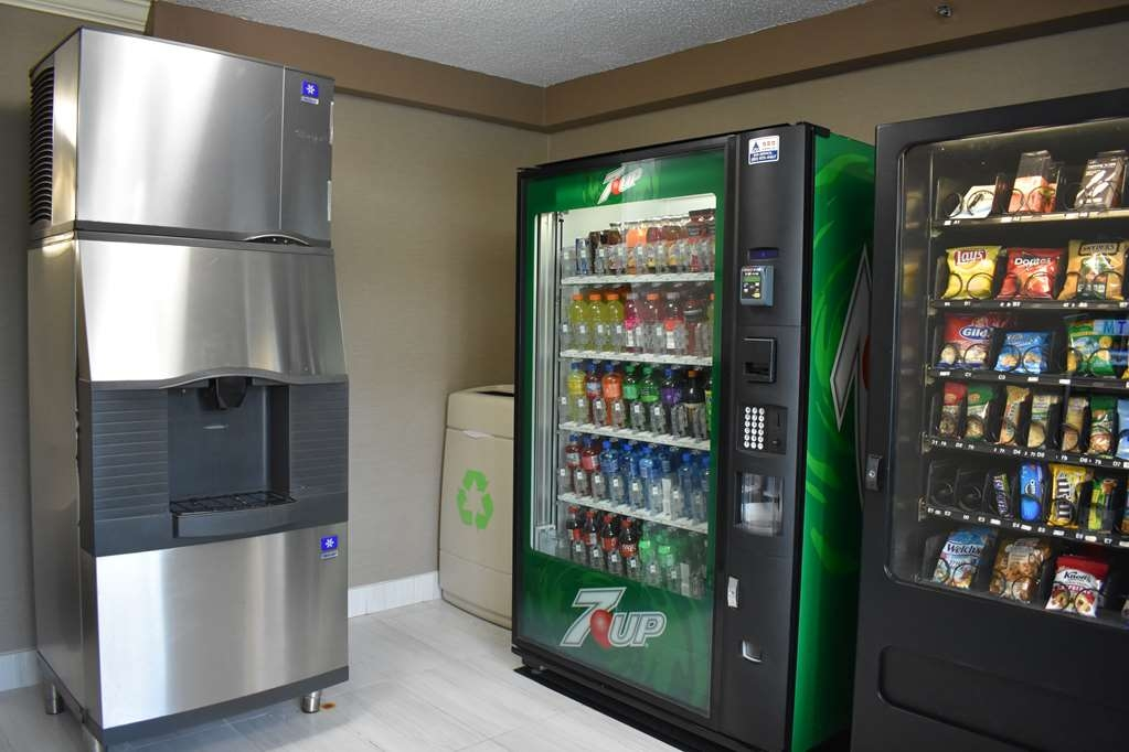 Best Western Plus Windsor Inn - Vending and Ice Machine right by the pool to stay energized while tanning or swimming.