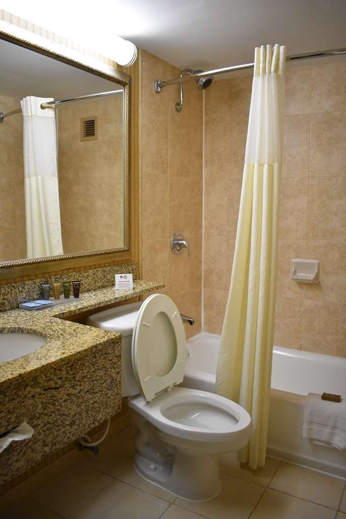 Best Western Plus Windsor Inn - Guest Bathroom
