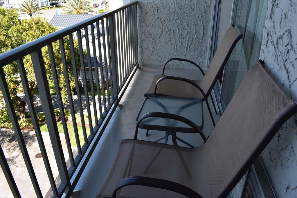 Best Western Plus Windsor Inn - Guest Room Balcony