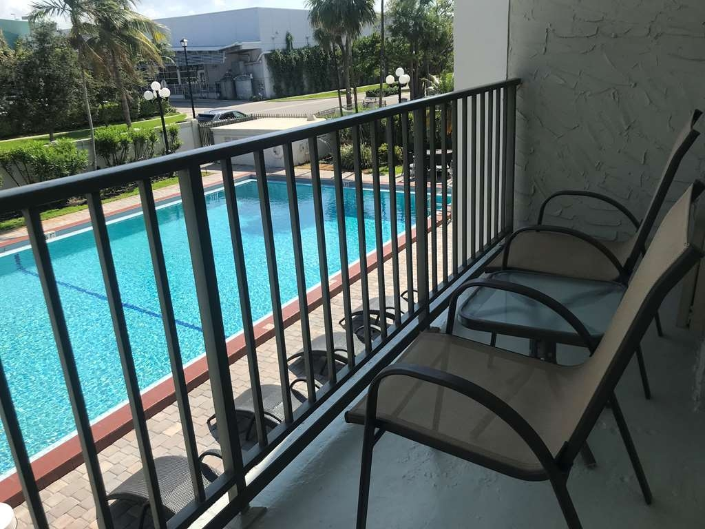 Best Western Plus Windsor Inn - Two double beds room balcony. Balcony location vary according to room floors and location.