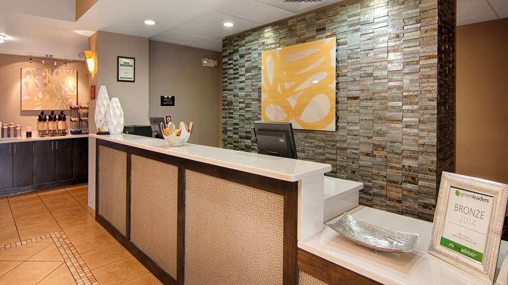 Best Western Auburndale Inn & Suites - Our 24-hour front desk will go above and beyond to provide you exceptional customer care from check-in to check-out.