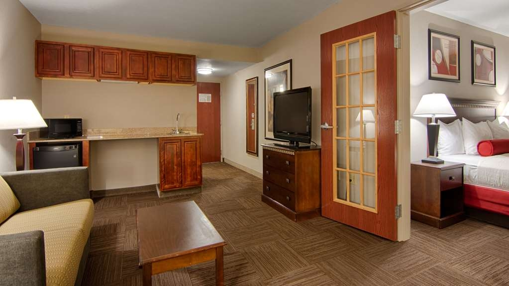 Best Western Auburndale Inn & Suites - Executive Suite, Two part room separated by French Doors. Living room with queen size pull out sofa, bedroom with king bed. Two TV'S