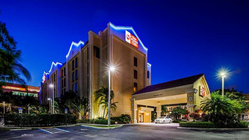 Best Western Plus Kendall Hotel & Suites - Area esterna