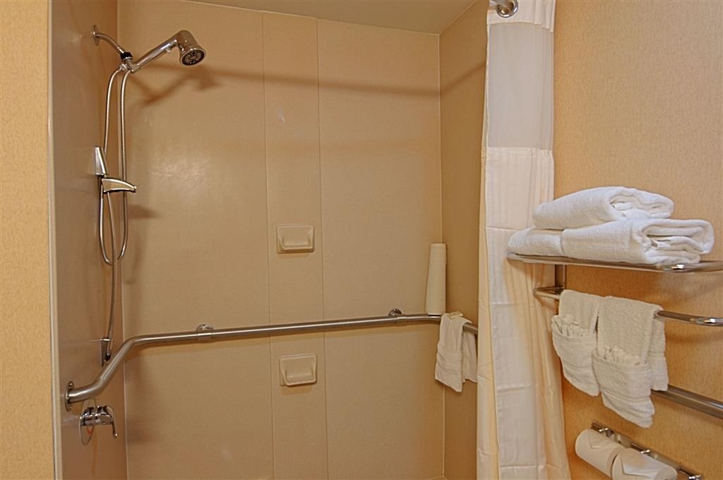 Best Western Plus Kendall Hotel & Suites - Mobility Accessible Bathroom