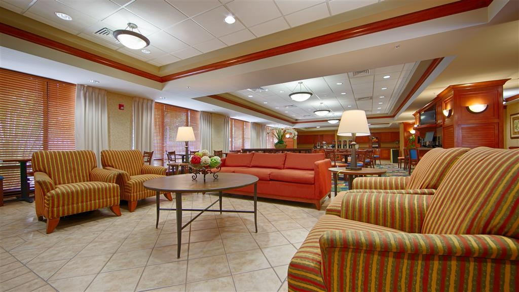 Best Western Plus Kendall Hotel & Suites - Come and enjoy the spacious lobby offering a place to socialize with other guests or members of your party.