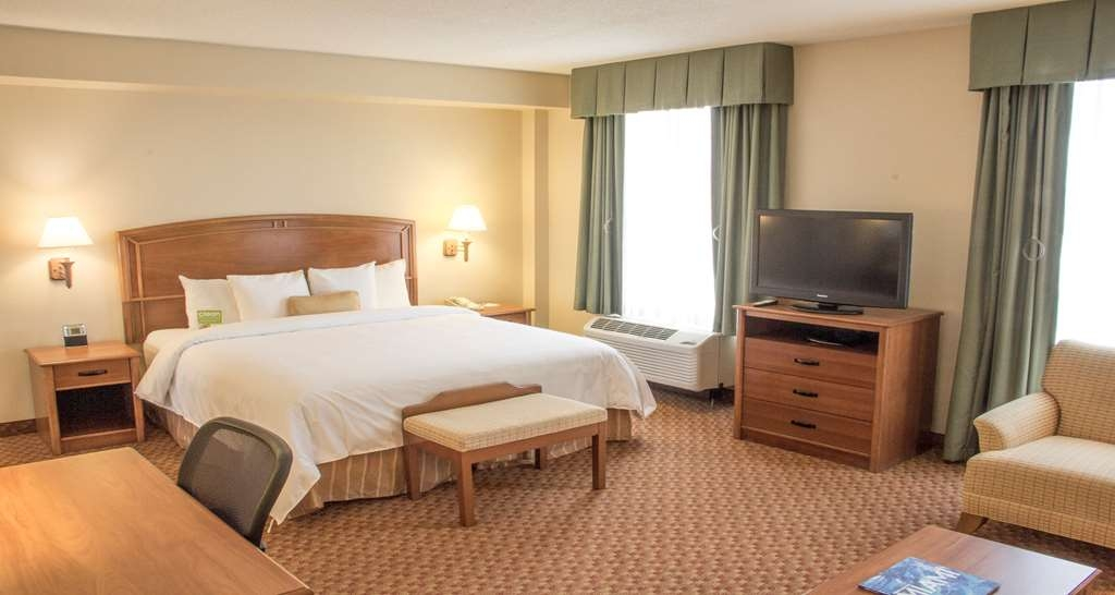 Best Western Plus Kendall Hotel & Suites - King Mobility Accessible Studio comes equipped with a Microwave, Refrigerator and coffee station. Additional amenities includes a spacious working desk, complimentary Wi-Fi, Iron/Ironing board.
