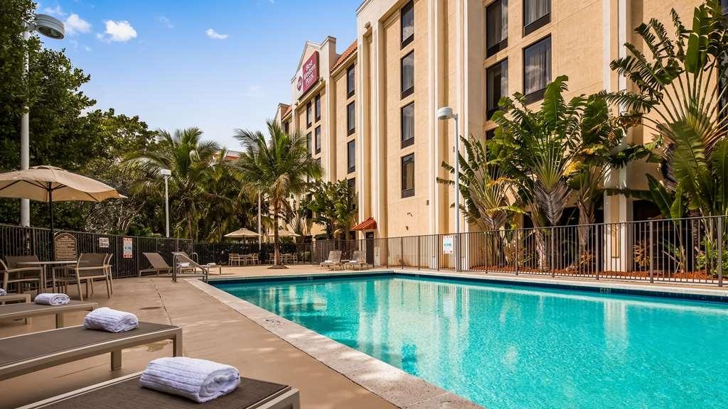 Best Western Plus Kendall Hotel & Suites - Vue de la piscine