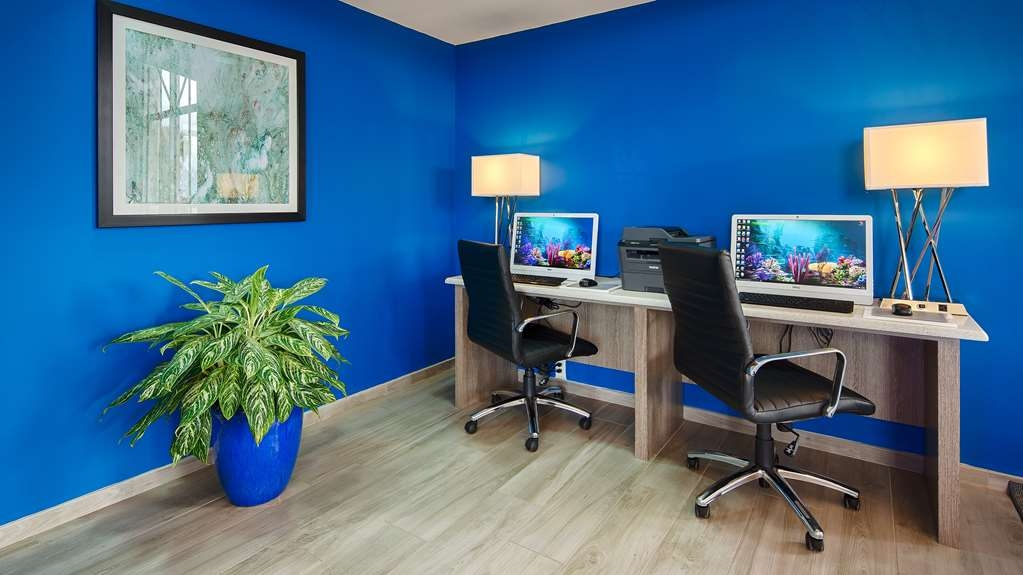 Best Western Fort Myers Inn & Suites - Need to check your email, print your boarding pass or just surf the net? The business center is located in the lobby area.