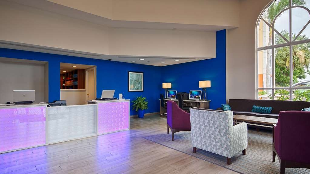 Best Western Fort Myers Inn & Suites - Our Guest Service Specialists are available to assist you 24 hours a day!