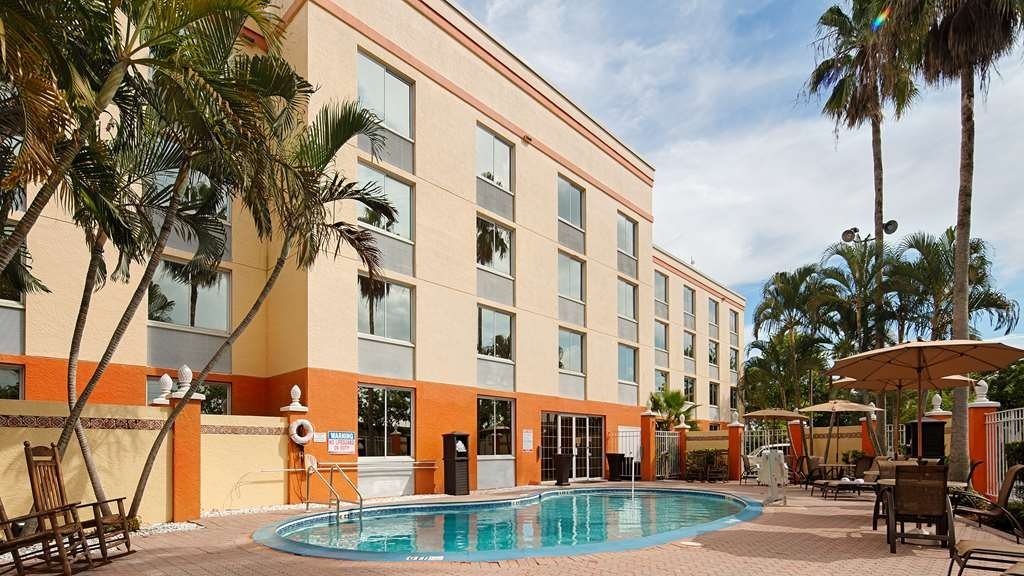 Best Western Fort Myers Inn & Suites - Enjoy a leisurely swim in our outdoor heated pool.