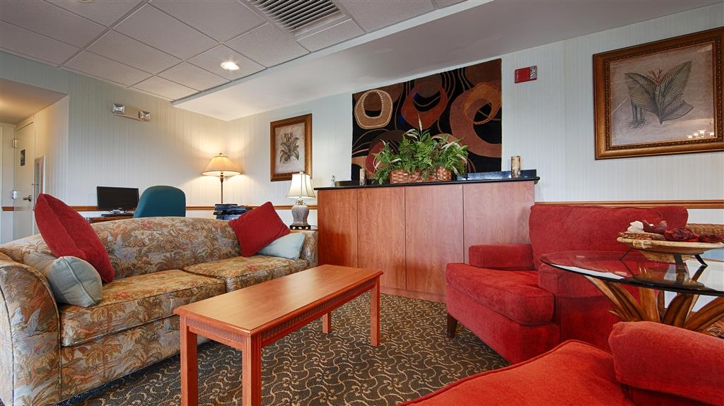 Best Western Lake Okeechobee - Come and enjoy the lobby offering a place to socialize with other guests or members of your party.