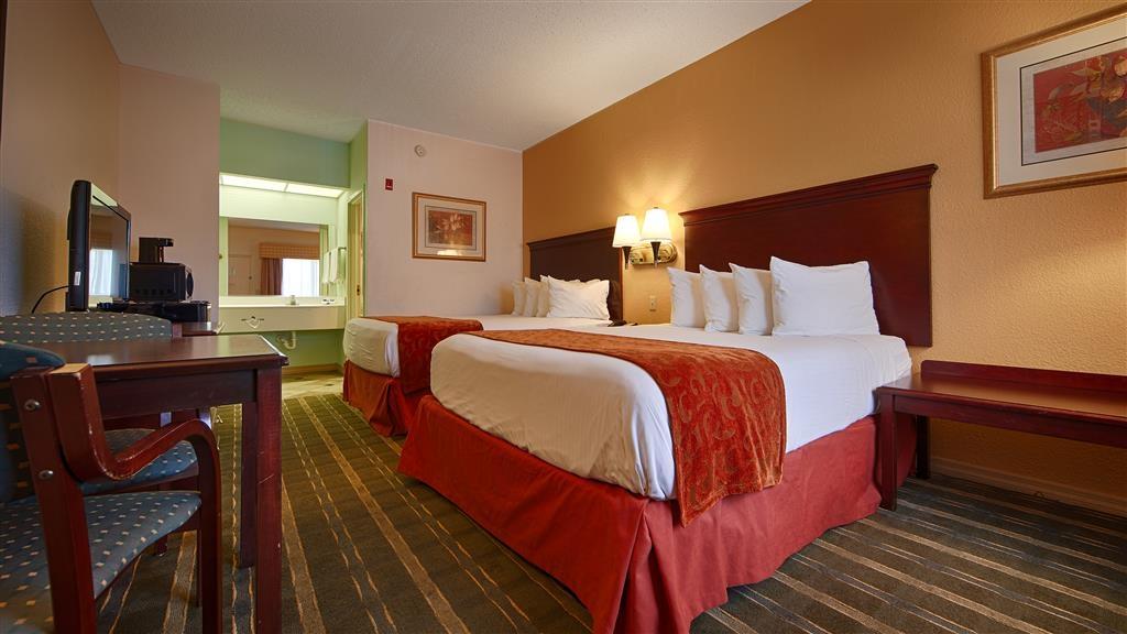 Best Western Lake Okeechobee - Entspannen Sie sich nach einer langen Reise in unserem Gästezimmer mit zwei Doppelbetten.