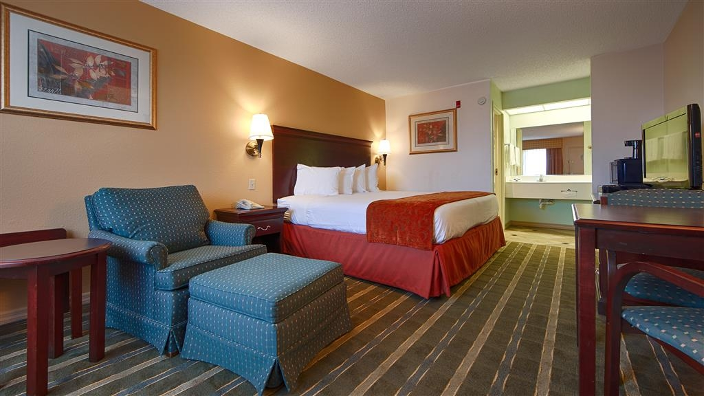Best Western Lake Okeechobee - Wake up refreshed in our King guest room.